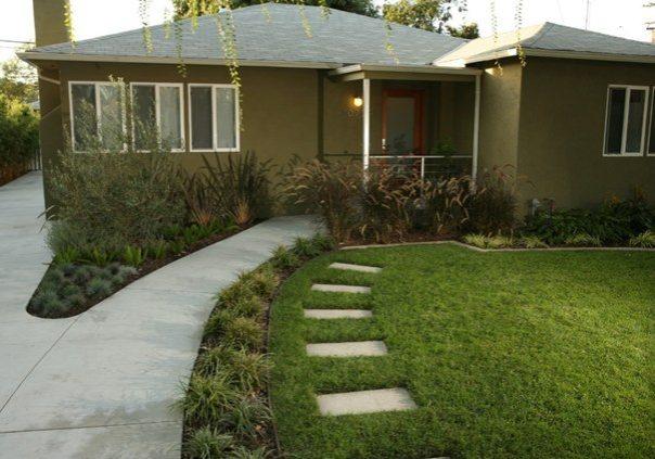 contemporary-ranch-front-yard-landscape-lisa-cox-landscape-design_10170