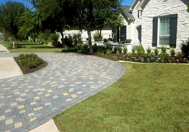horseshoe-driveway-greenscapes-landscaping-and-pools_10188
