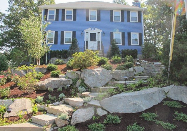 sloping-front-yard-granite-boulders-olde-new-england-granite_10301